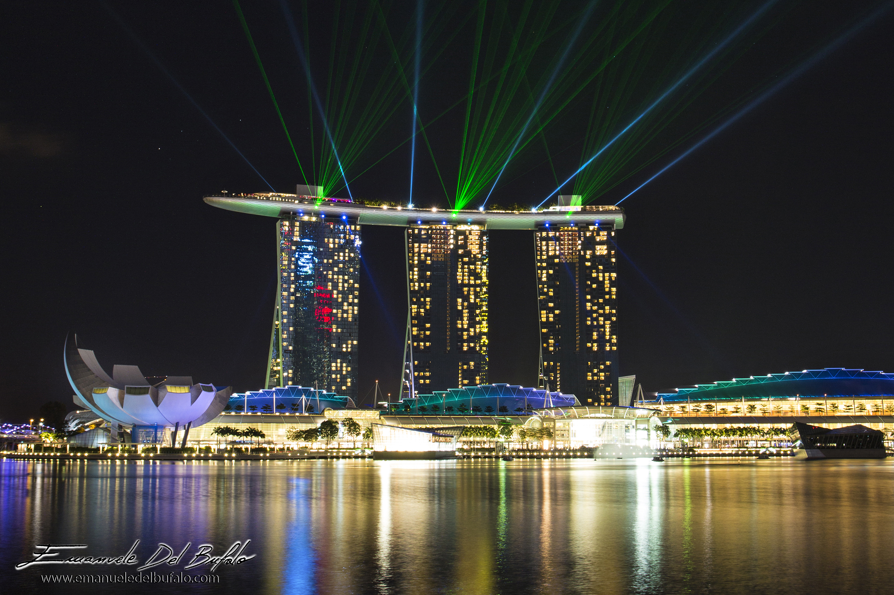 www.emanueledelbufalo.com. #singapore #marina_bay #light_show #laser #night