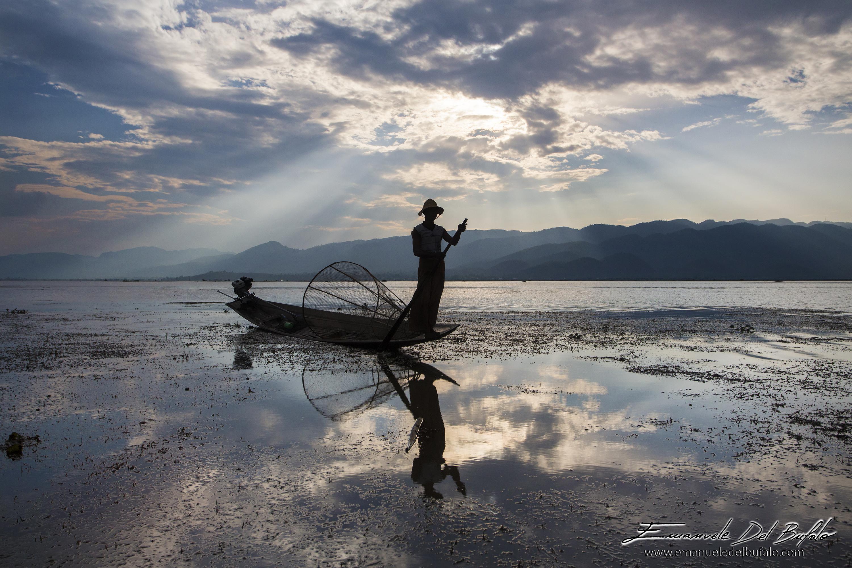 www.emanueledelbufalo.com #myanmar #burma #inle #lake #sunset #travel #asia
