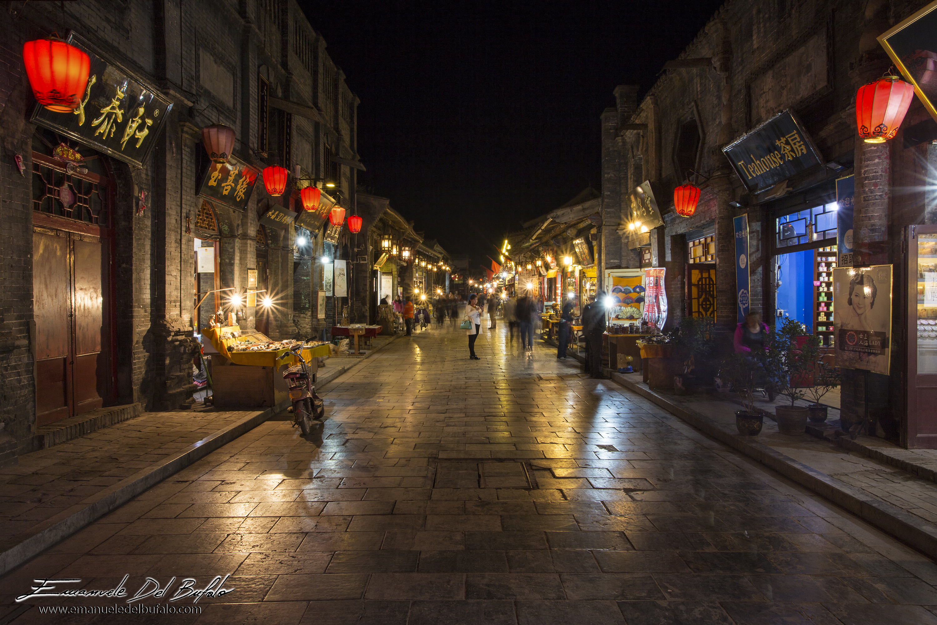 www.emanueledelbufalo.com #china #pyngyao #oldtown #night #longexposure #citycenter #street #tripod