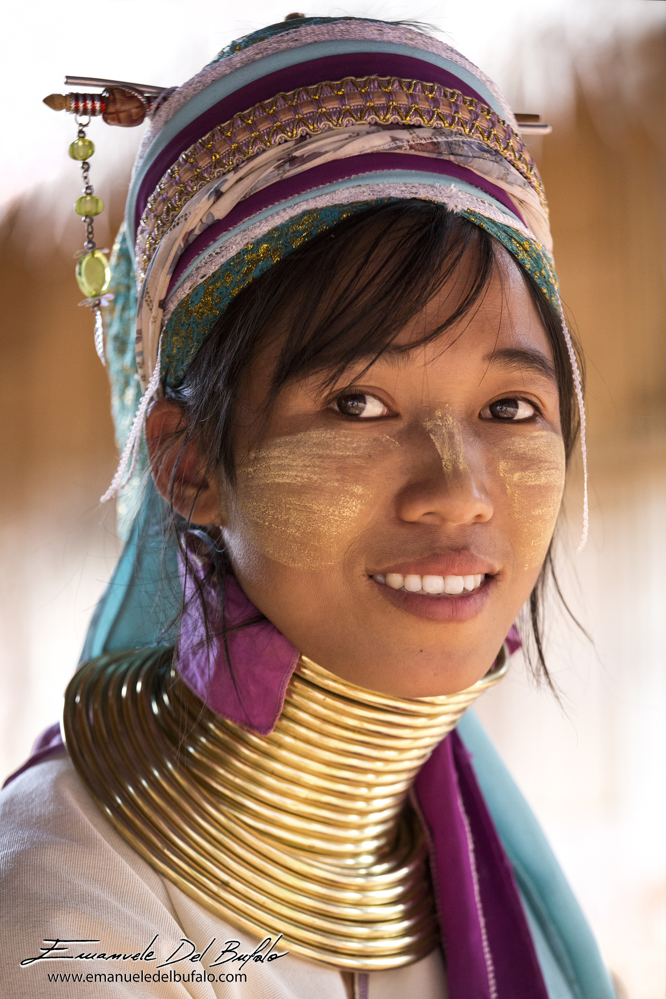 www.emanueledelbufalo.com #thailand #chiang_rai #asia #people #karen #village #long_neck #girl