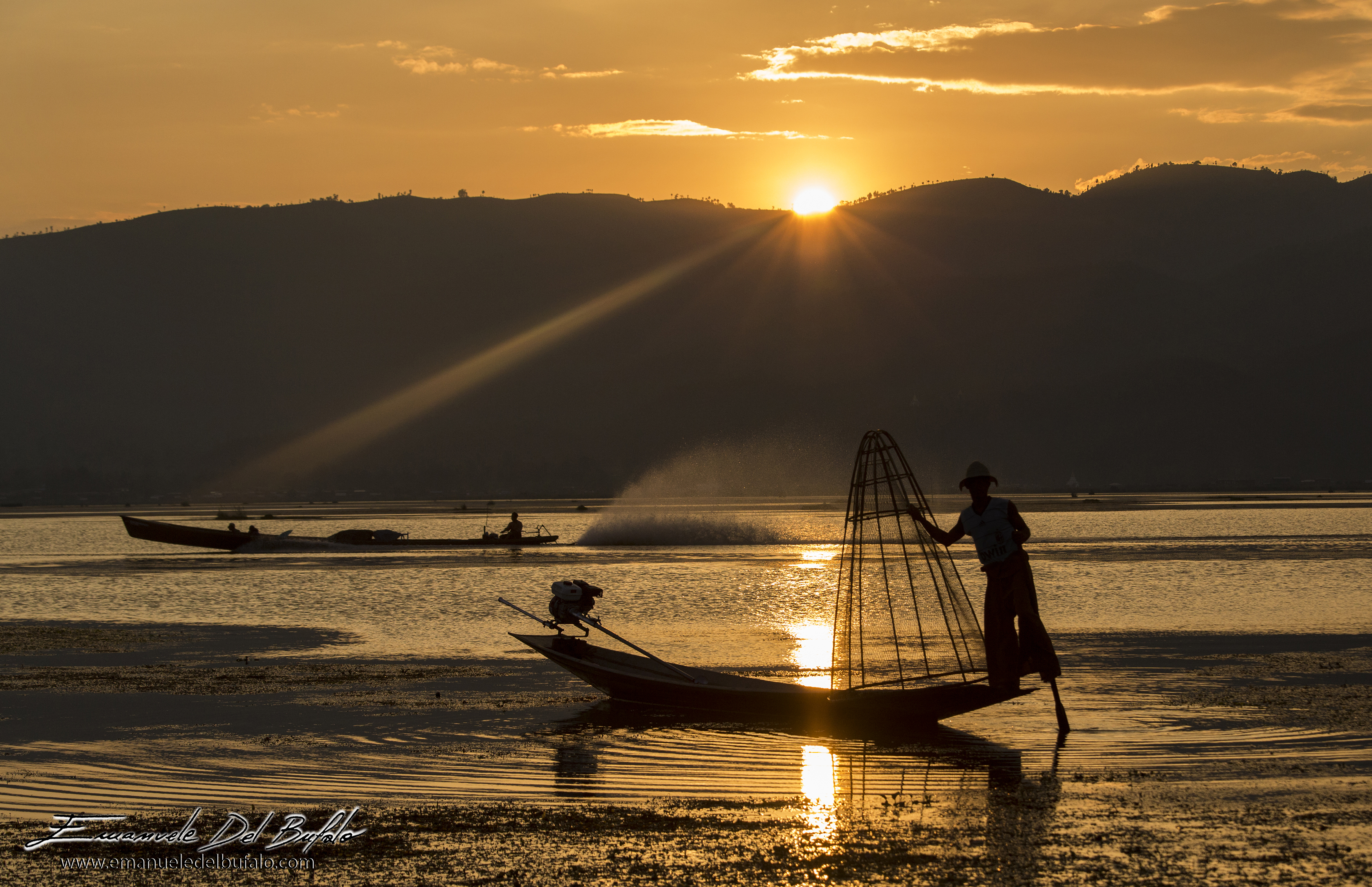 www.emanueledelbufalo.com #myanmar #burma #inle_lake #sunset #orange #fisherman #sun #rays #travel #