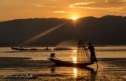 www.emanueledelbufalo.com #myanmar #burma #inle_lake #sunset #orange #fisherman #sun #rays #travel #