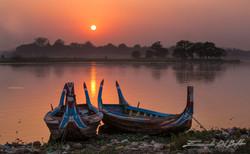 www.emanueledelbufalo.com #myanmar #burma #amarapura #sunset #taug_tha_man_lake #boat #landscape