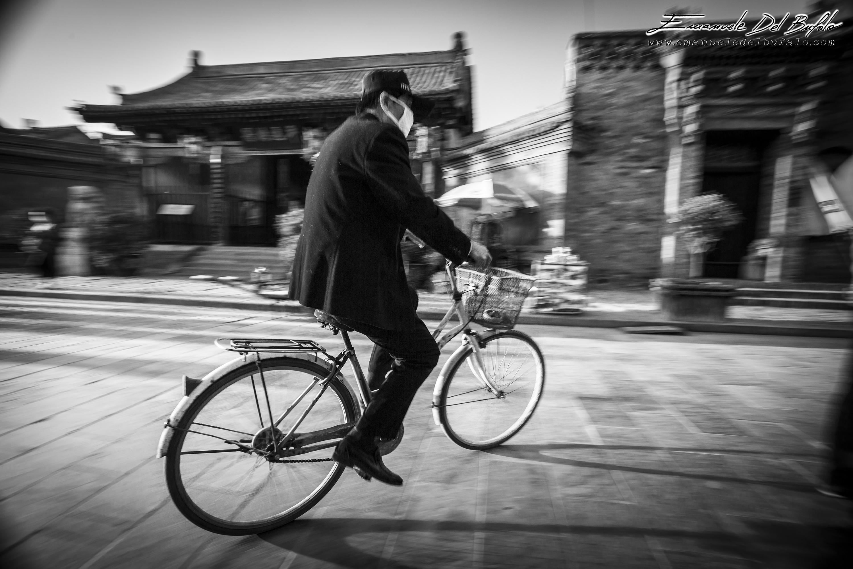 www.emanueledelbufalo.com #china #asia #pyngyao #old_town #bike #B&W