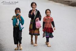 www.emanueledelbufalo.com #asia #vietnam #sapa #kids #street #portrait #people #market