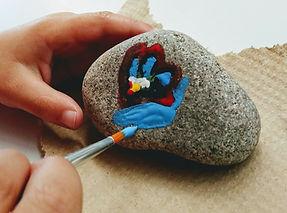 Atelier_créatif_peinture_sur_roche.jpg
