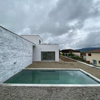 wohnhaus-mit-pool-efh-zeztwil-gb-architektur