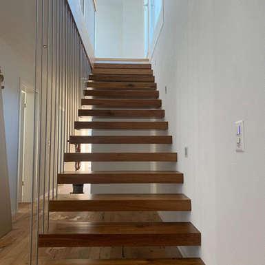 freischwebende-treppe-wohnhaus-efh-zetzwil-gb-architektur
