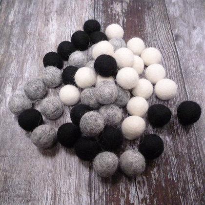 2cm Felt Ball Packs :: Monochrome Mix (48x 2cm balls)