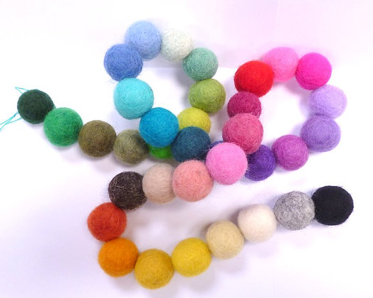 2cm Loose Felt Balls 100% Wool :: Swatch Garland