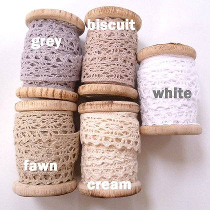Lace On Wooden Spools :: Natural Colours
