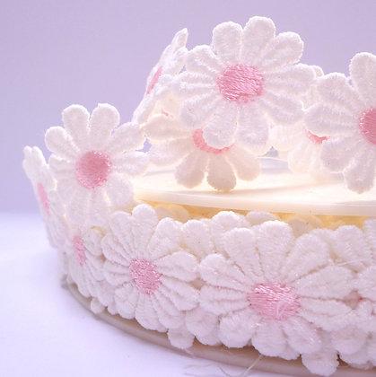 Shaped Daisy Trim (per half metre) :: Pale Pink