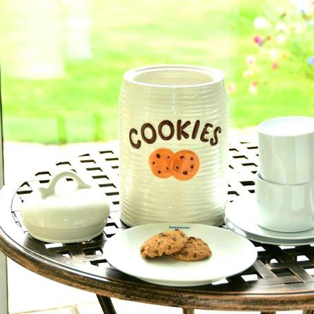 cookielidofftable.jpg