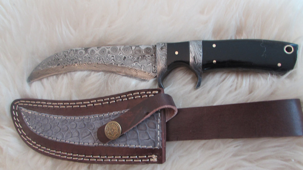 Black handle Damascus steel knife D1