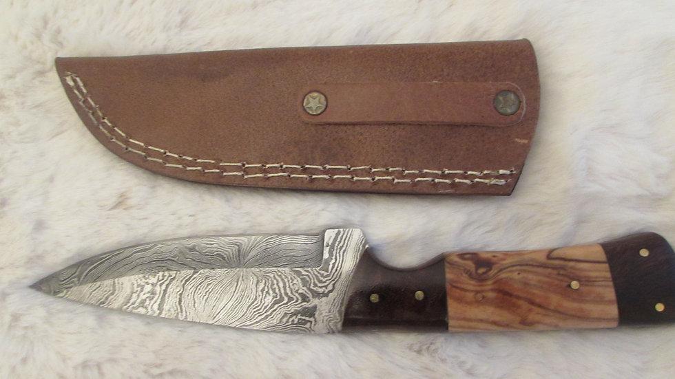 Damascus steel medium size knife (DK2)
