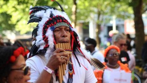 Van Surinaamse wandelmars naar SouthEast Parade