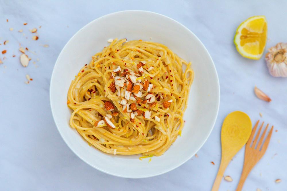 פסטה ספגטי אלפרדו שמנת טבעוני בסיר אחד פסטה שום מתכון קל להכנה ופשוט