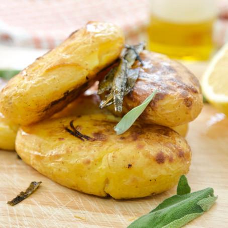 תפוחי אדמה אפויים בתנור בשלושה טעמים!