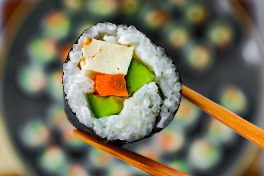 איך מכינים סושי סושי טבעוני רול סושי צמחוני טבעוני איך מכינים אורז לסושי