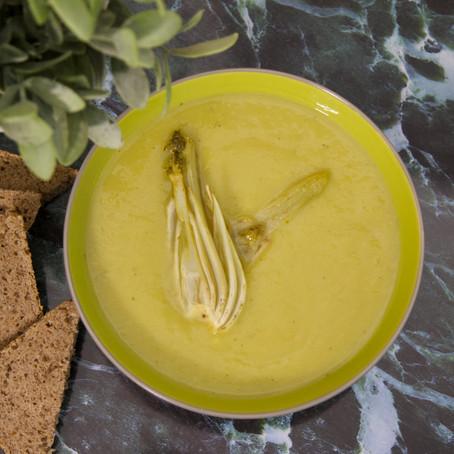 מרק ירקות שורש בתוספת שומר צלוי בלימון