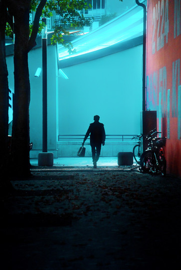 """Bastian Peter fine art street photography: """"Der Koffer"""""""