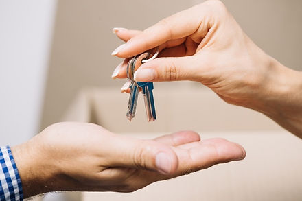 agent-giving-keys-to-man.jpg