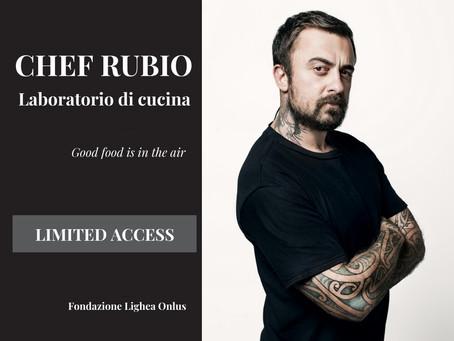Chef Rubio e la sua cucina in una delle comunità di Fondazione Lighea