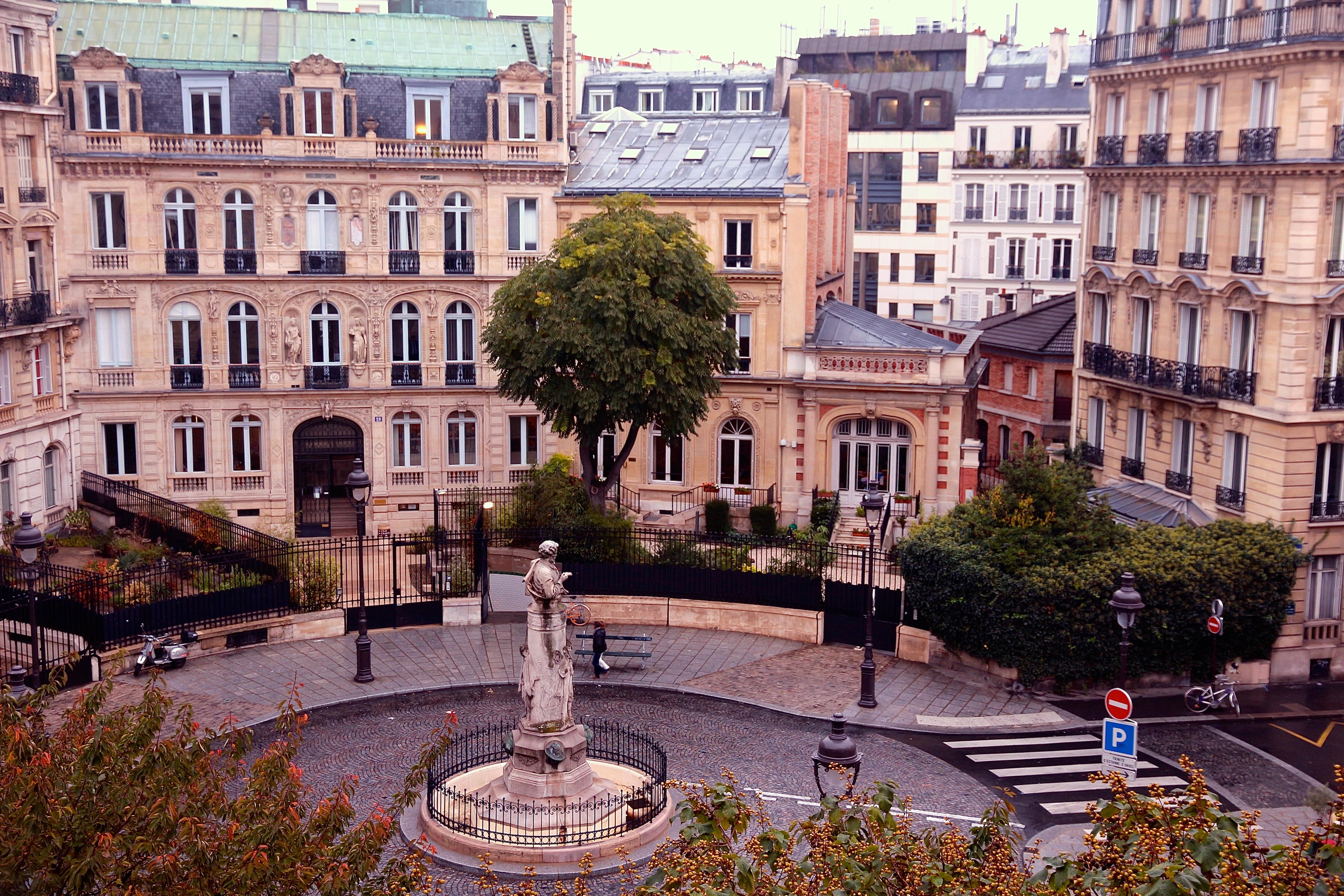 la Place Saint-Georges