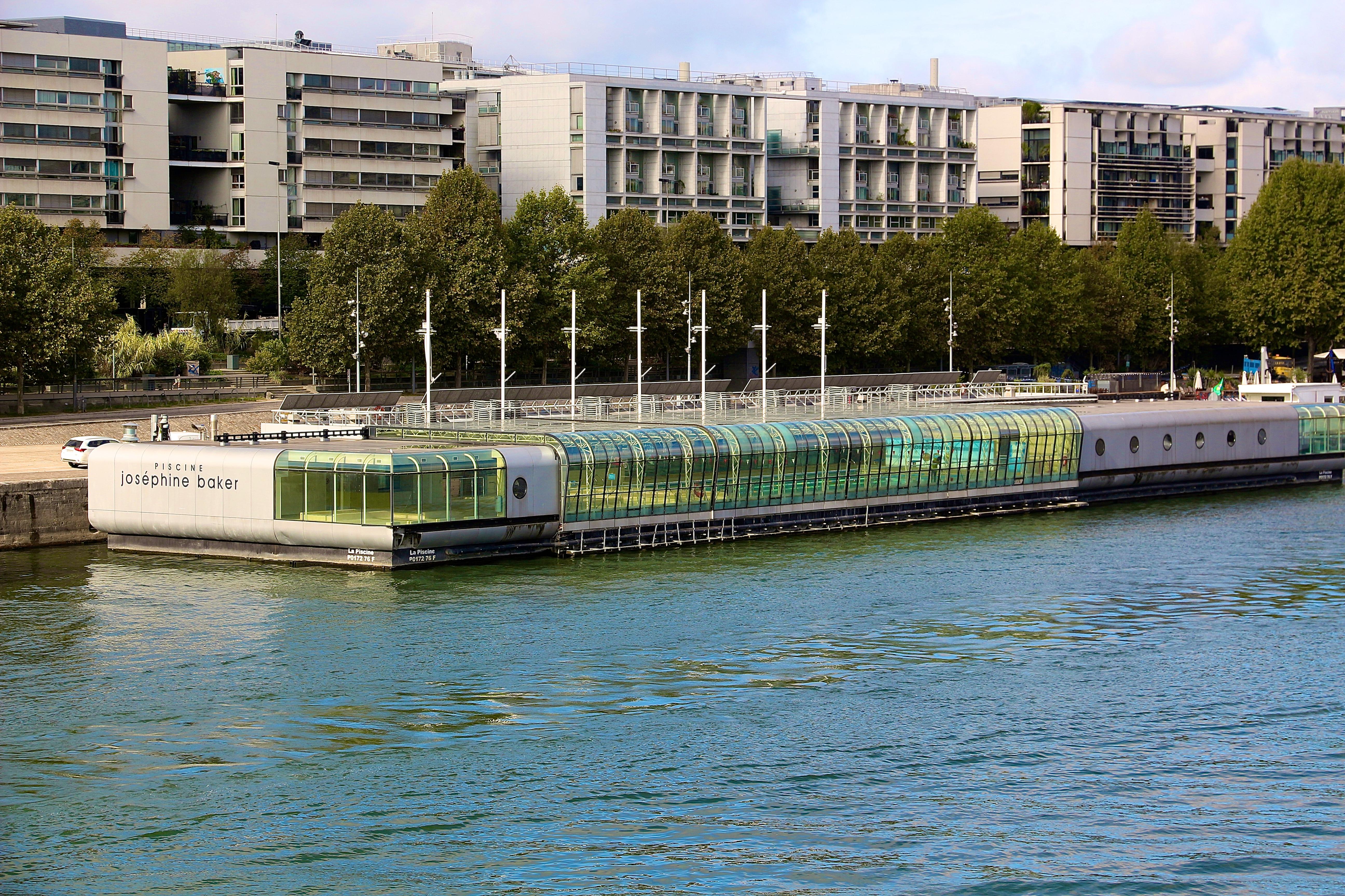 la piscine Joséphine-Baker