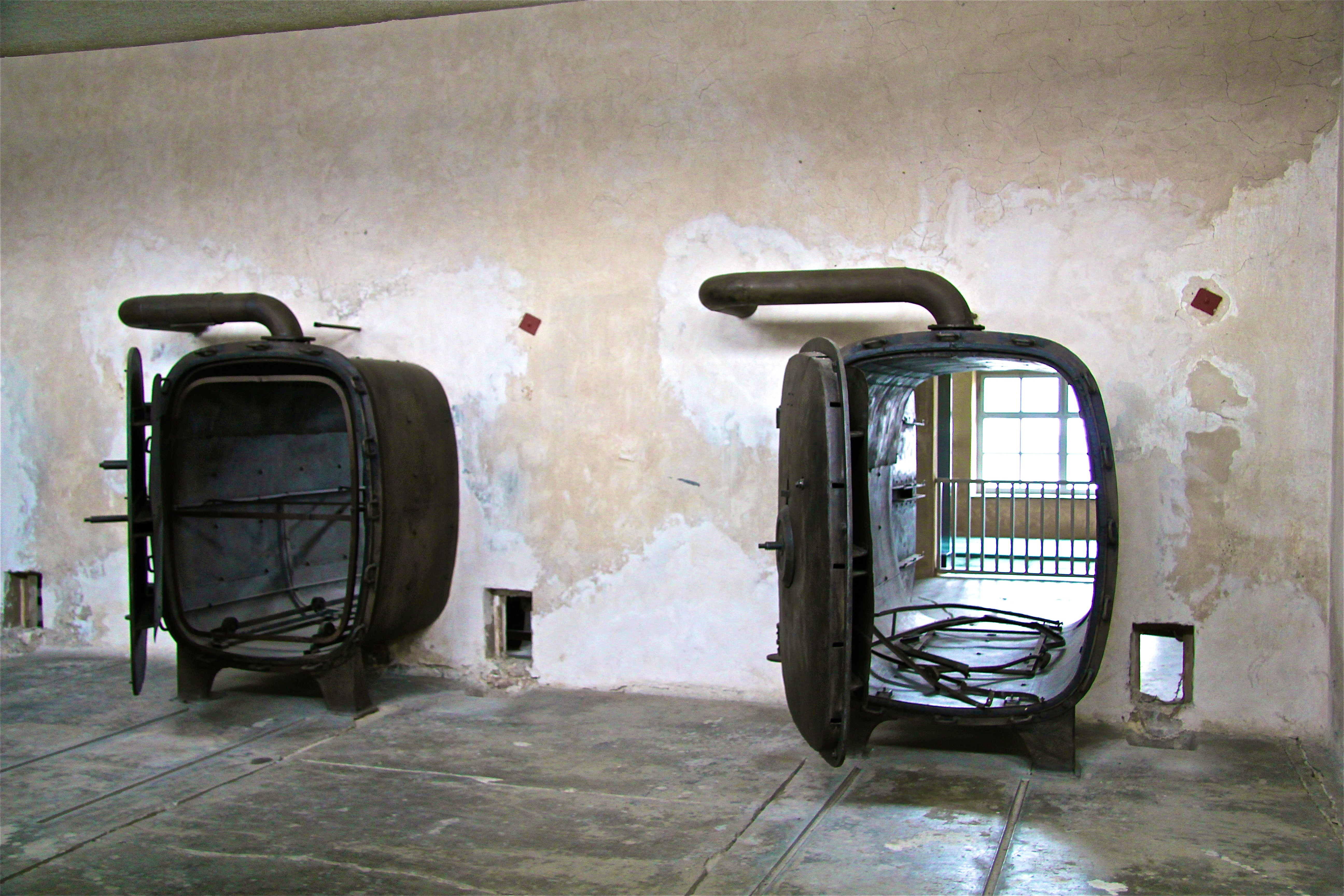 "Birkenau, le ""Sauna"" central"