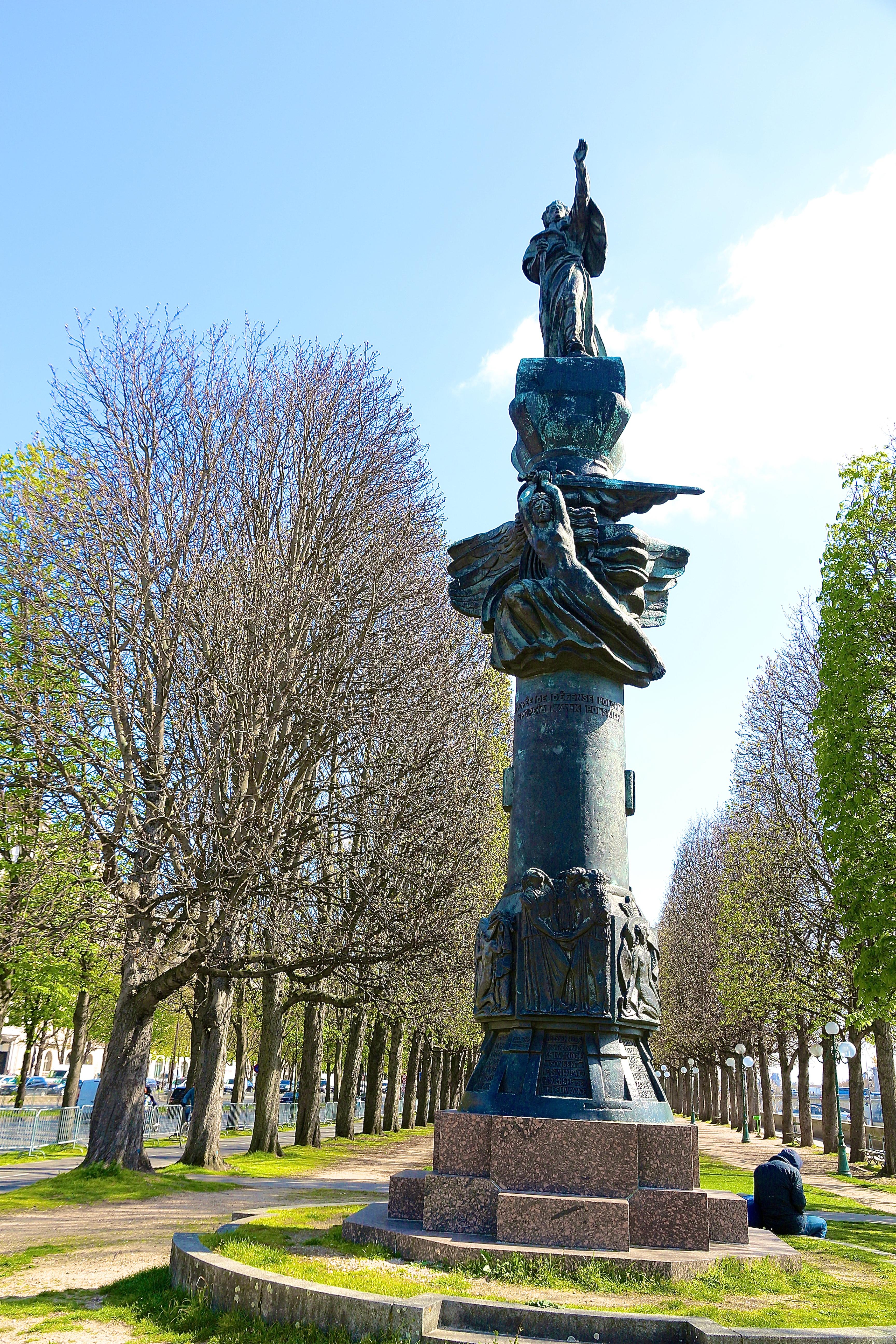 le monument à Mickiewicz
