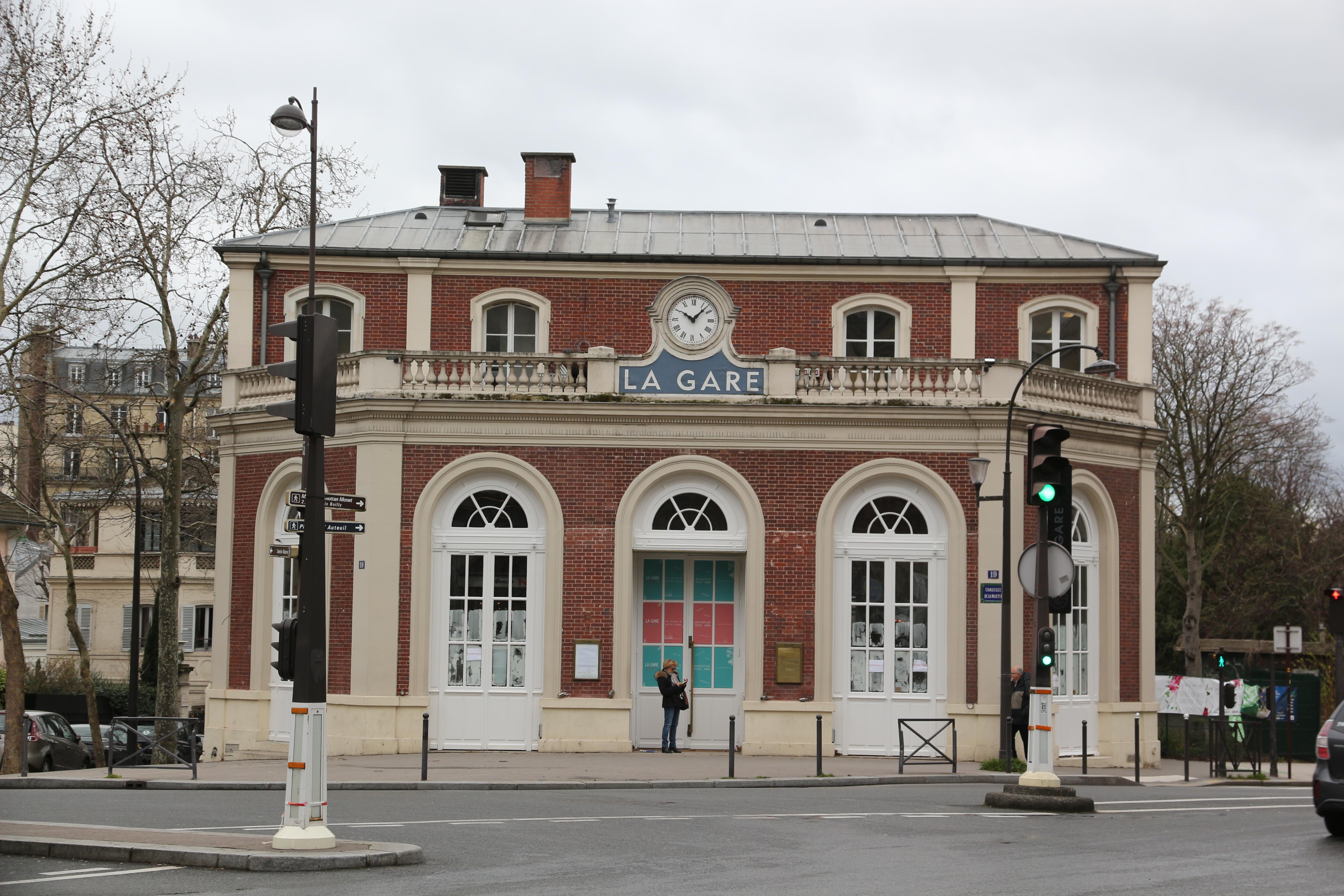 la gare de Passy-la-Muette