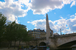 la statue de Sainte Geneviève
