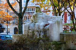 le monument à Sarah-Bernardt