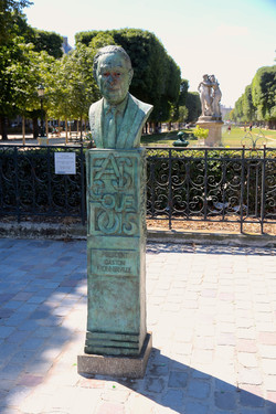 le monument à Gaston Monnerville