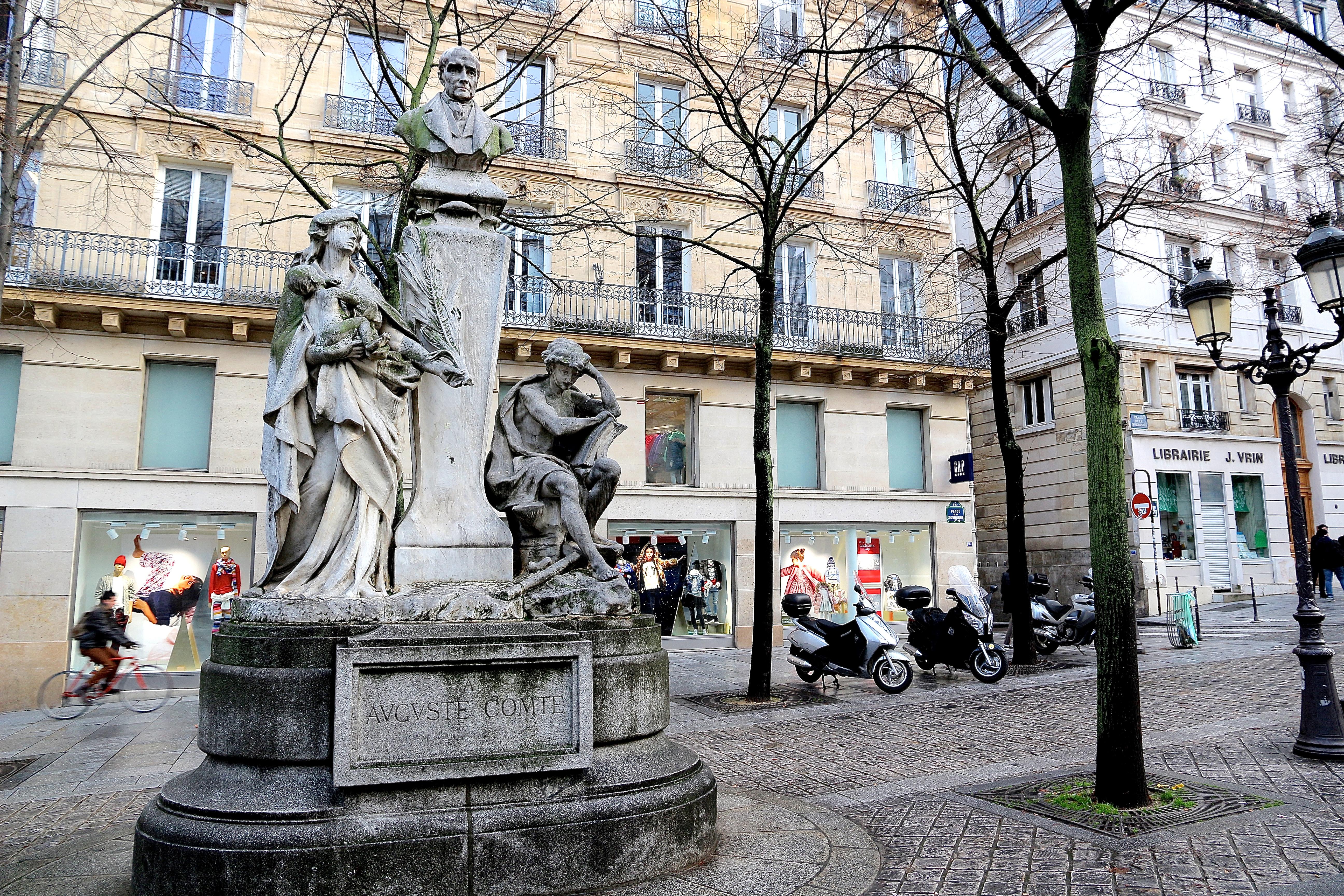 le monument à Auguste Comte