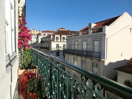 Sunny Balcony - Heart of Baixa