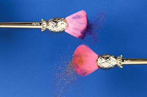 Tarte pinapple brush