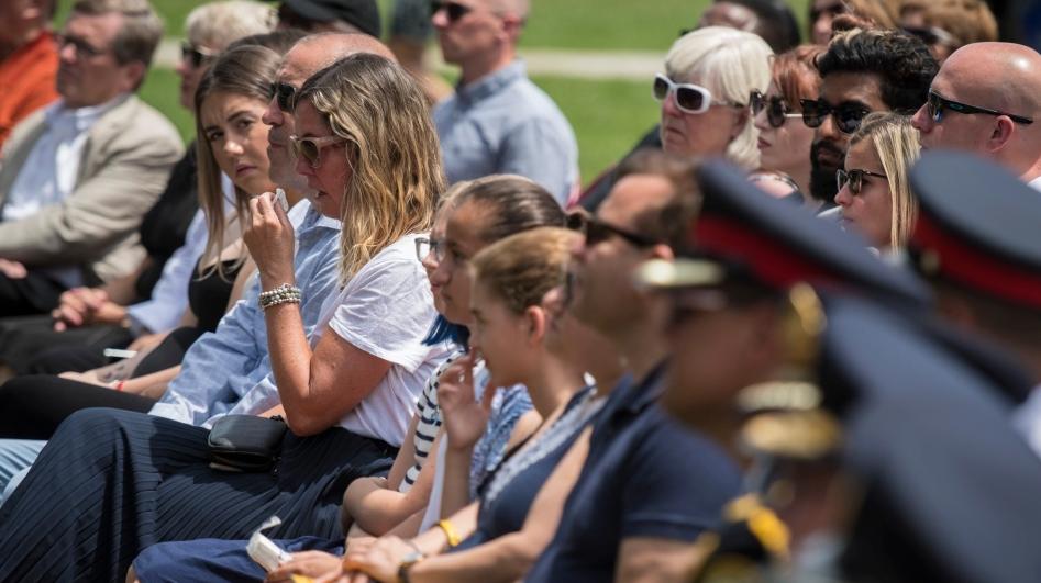 Los sobrevivientes y familiares que perdieron a sus seres queridos en el ataque con disparos de Danforth, son fotografiados durante una conmovedora conmemoración del tiroteo de Danforth en Withrow Park en Toronto el domingo 21 de julio de 2019. LA PRENSA CANADIENSE / Tijana Martin