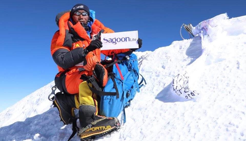 Revista Oxigeno, Kami Rita Sherpa vuelve a hacer cima en el Everest.... ¡y lleva 24!