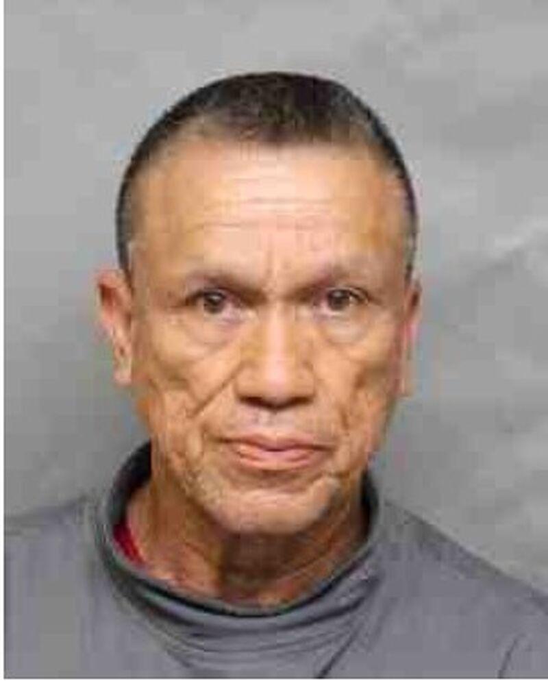 Efren Chimbo, de 64 años, arrestado en una investigación de voyeurismo. La policía tiene evidencia de que hay más víctimas.