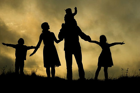 silhouette-happy-family-with-children-na