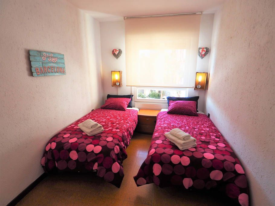 Bedroom II: 2 single beds, wardrobe