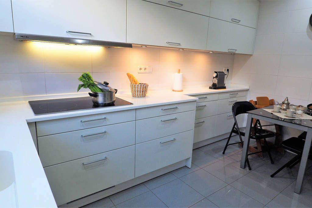 oven, fridge, toaster, kettle, microwaves