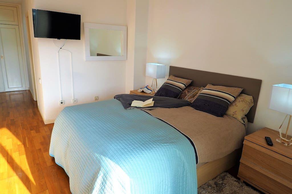 Bedroom I 1 double bed, balcony, TV