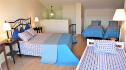 Bedroom I: 1 double bed, 3 single beds