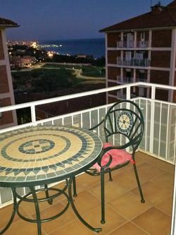 balkon by night