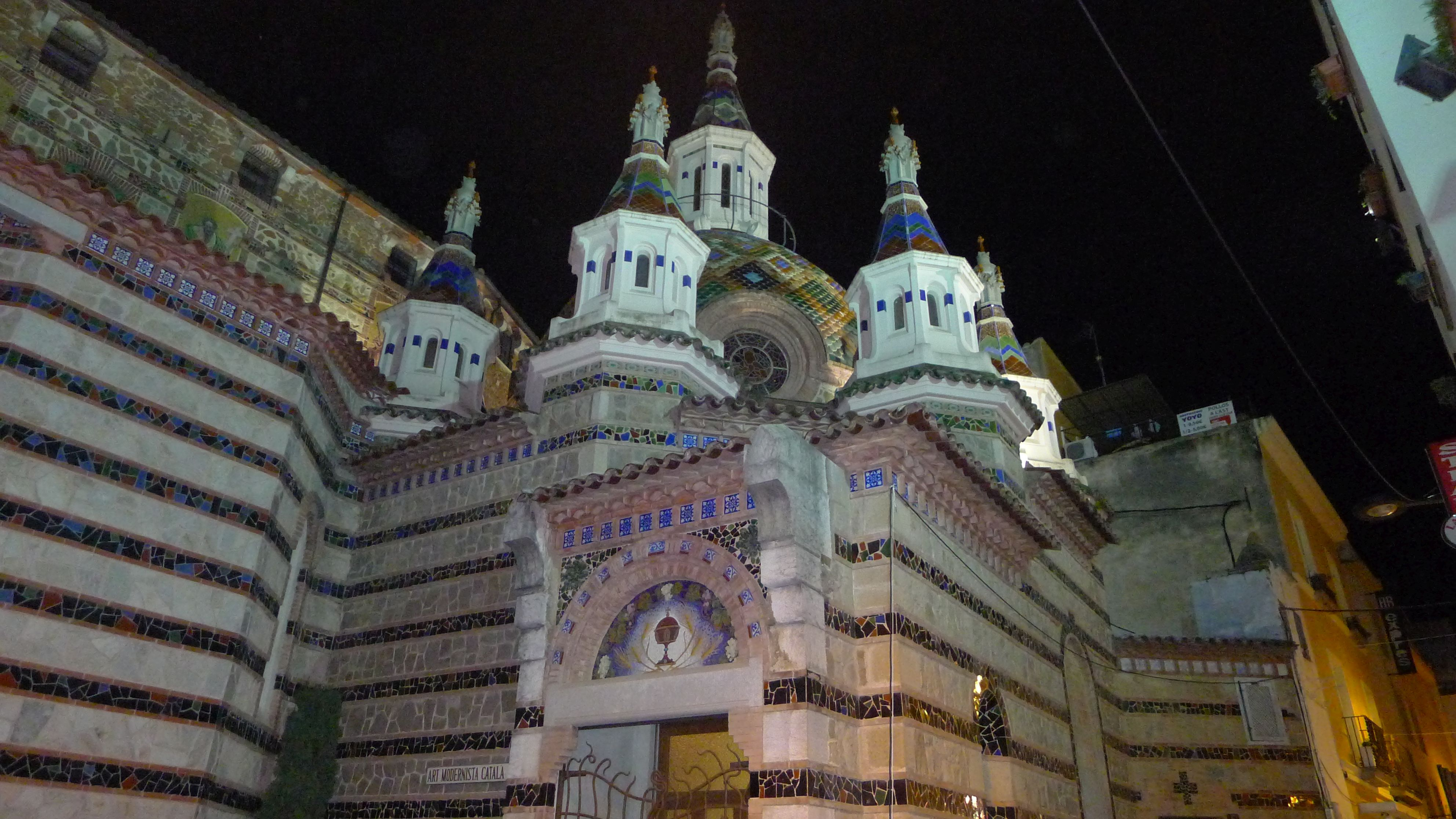 "church of ""St. Romà"" by night"