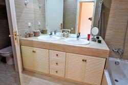 Bathroom I bath-tube shower, hair dryer, shampoo