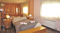 Bedroom I_ double bed, wardrobe, TV, sea view